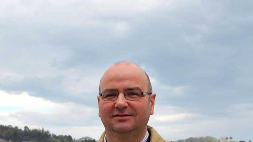 Dimite el concejal de Medio Rural de Navia y portavoz de IU, Nacho Blanco