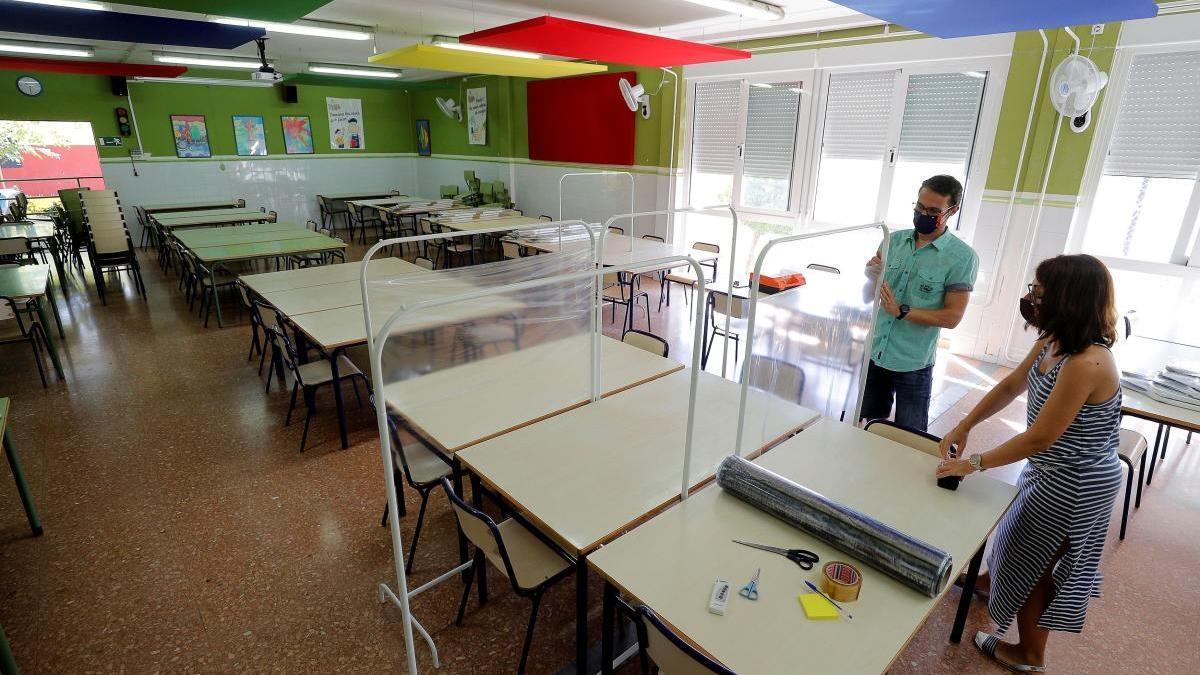 Un colegio de Catarroja prueba parabanes en su comedor.