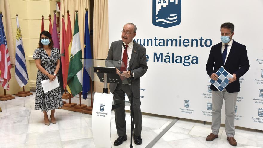 Málaga baja cuatro impuestos y una tasa y congela el resto para 2022