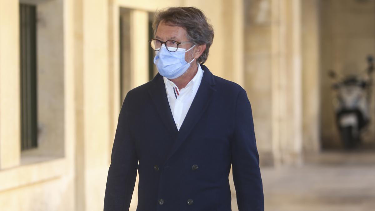 Blas Bernal a su llegada a la Audiencia de Alicante.