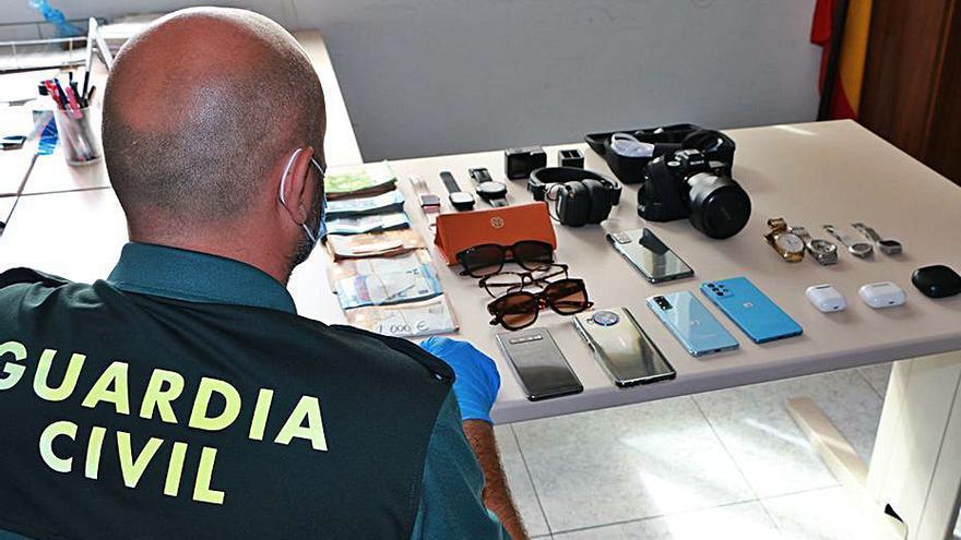 Sorprendido en el aeropuerto de Palma con múltiples objetos electrónicos robados