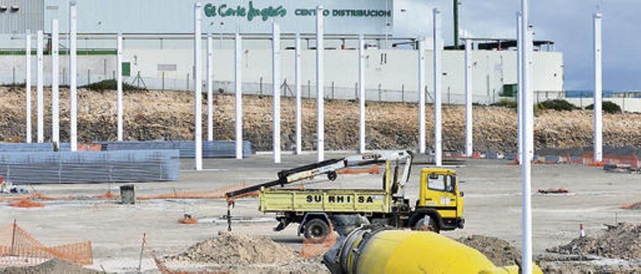 Telde frena la marcha de industrias a Arinaga y atrae a nuevos inversores