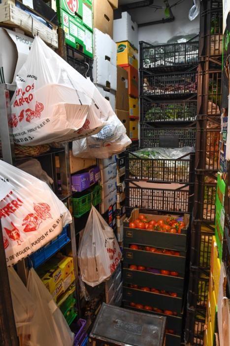 27-03-20  GRAN CANARIA.CIUDAD.  LAS PALMAS DE GRAN CANARIA. Fotos de lo bien abastecidos que están los mercados de frutas, verduras, carnes y pescados.  Fotos: Juan Castro.  | 27/03/2020 | Fotógrafo: Juan Carlos Castro