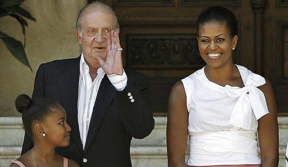 Michelle Obama, junto a una de sus hijas, en una visita a Marivent.