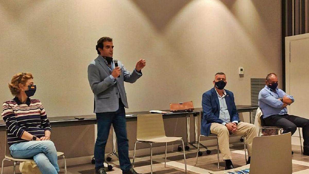 El nuevo responsable de la gestora de Vox Málaga interviene en durante un acto de la candidatura de José Enrique Lara en la campaña de las primarias.