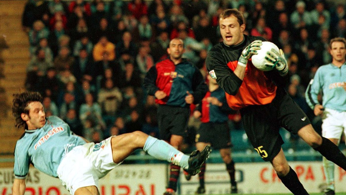 Arnau y Mostovoi, durante un Celta-Barcelona en Balaídos en el año 2000