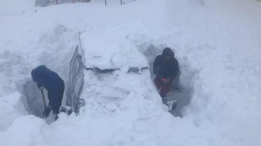 50 alumnos de Dénia, incomunicados por la nieve en un albergue de Sierra Nevada