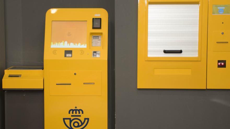 """Correos instala en la oficina de Elda una """"máquina autoservicio"""" para depositar paquetes"""