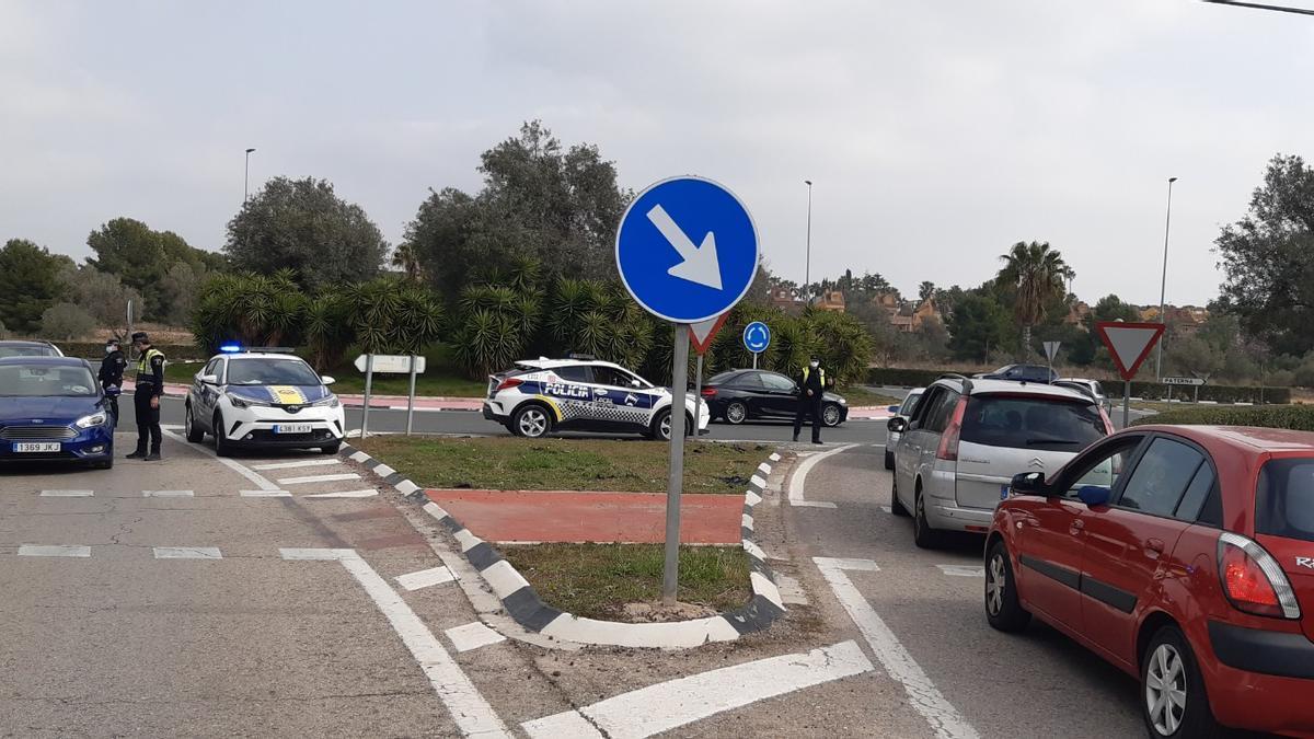 Control policial en Paterna.