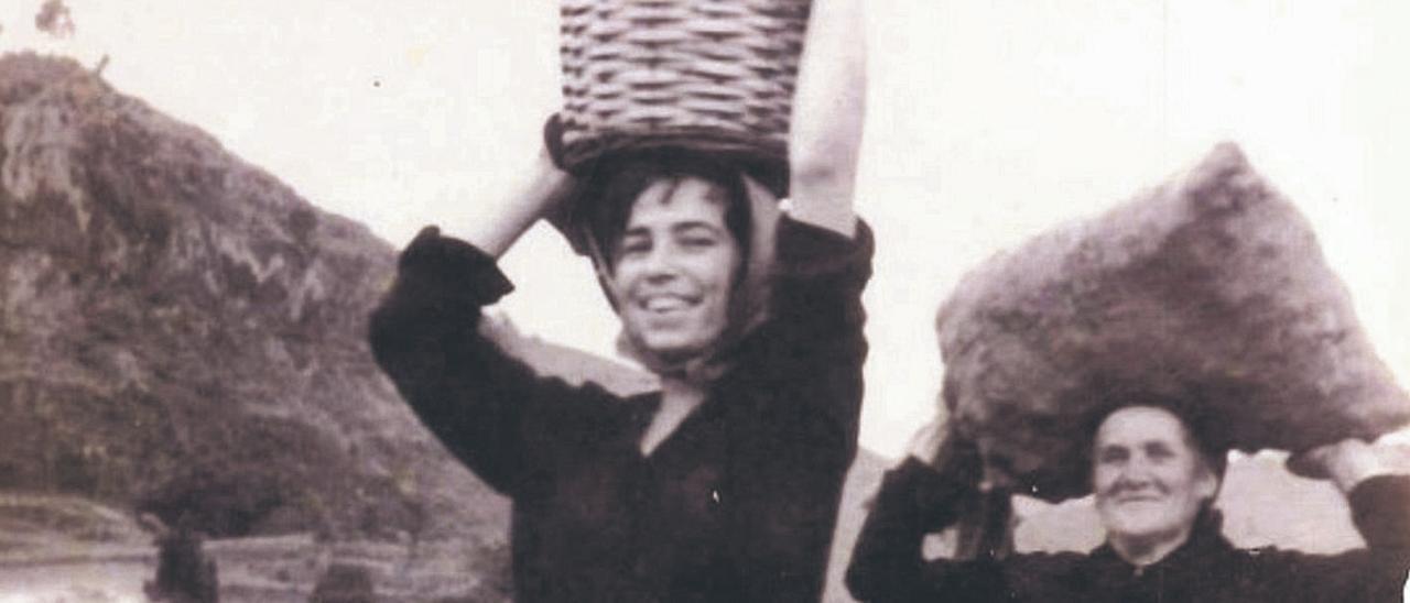 Lola, madre de Lidia Esther Guerra del Rosario, exconcejala de Teror, y Felisita, en los años 50.