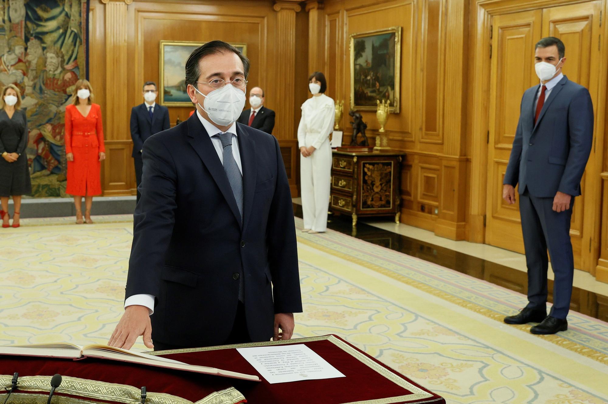 Los nuevos ministros de Pedro Sánchez prometen sus cargos