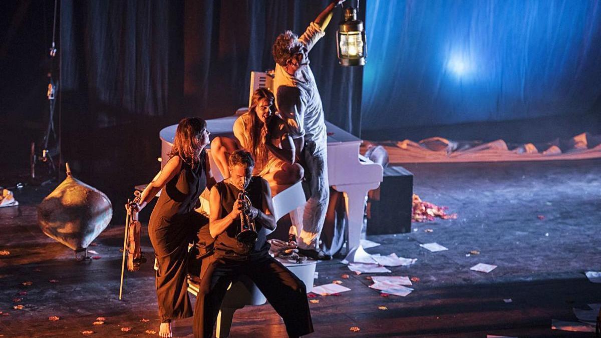 «Flotados XL» va obrir dimecres al vespre la programació del teatre Kursaal de Manresa