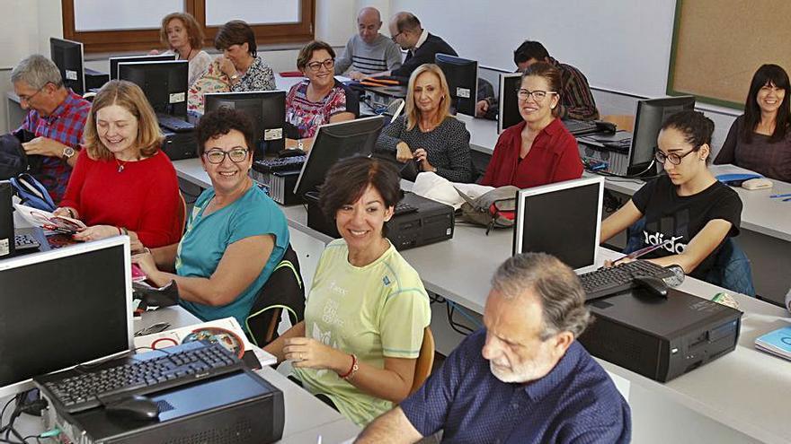 Educació destina 342.500 euros a las escuelas de adultos de la Costera, la Canal y la Vall