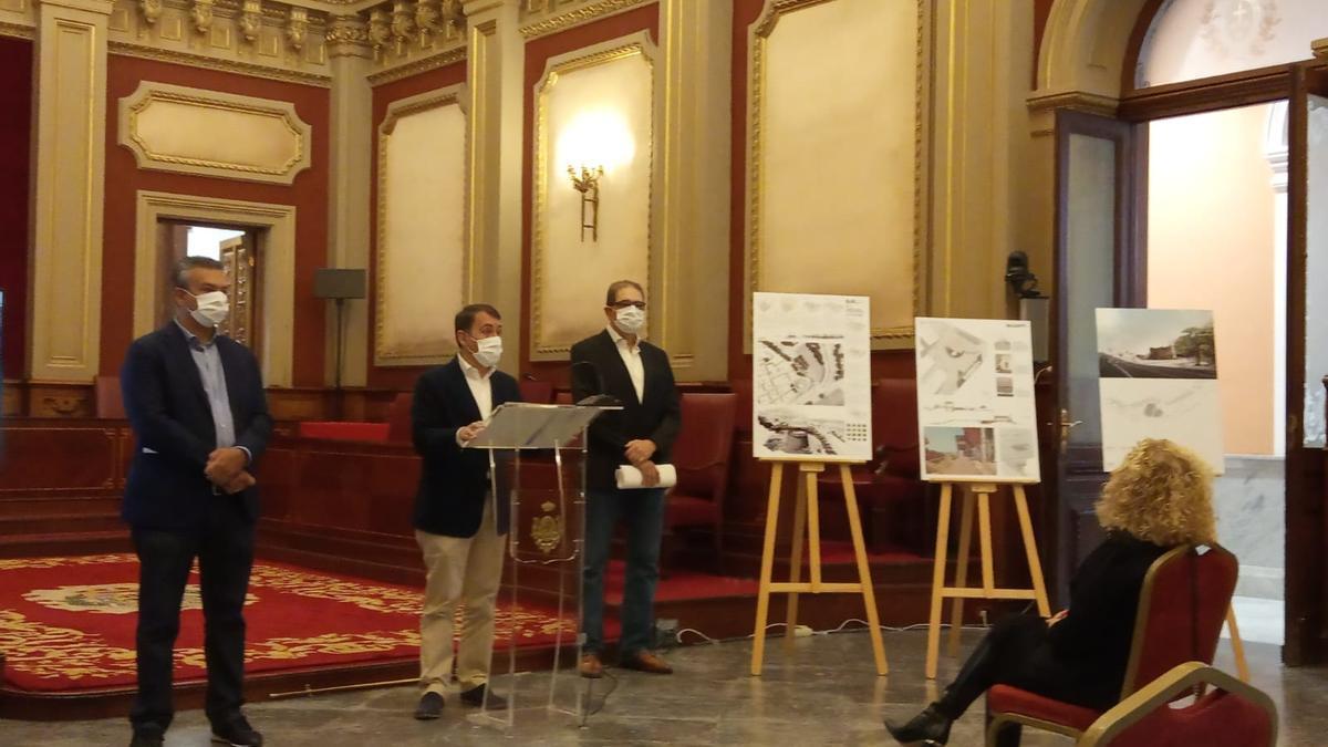El alcalde de Santa Cruz presenta el proyecto ganador del Castillo de San Andrés.