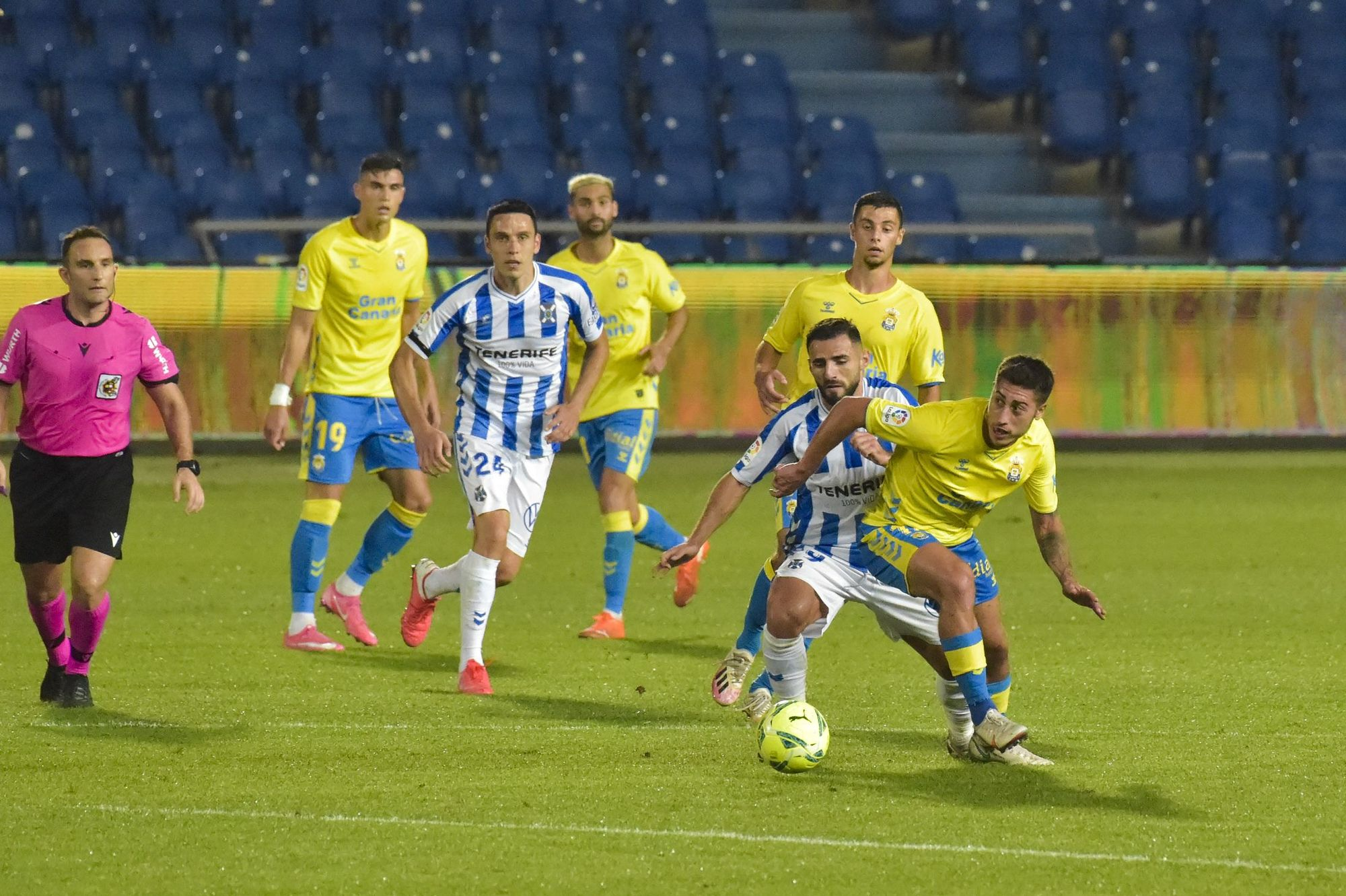 El partido del derbi UD Las Palmas - CD Tenerife, en imágenes