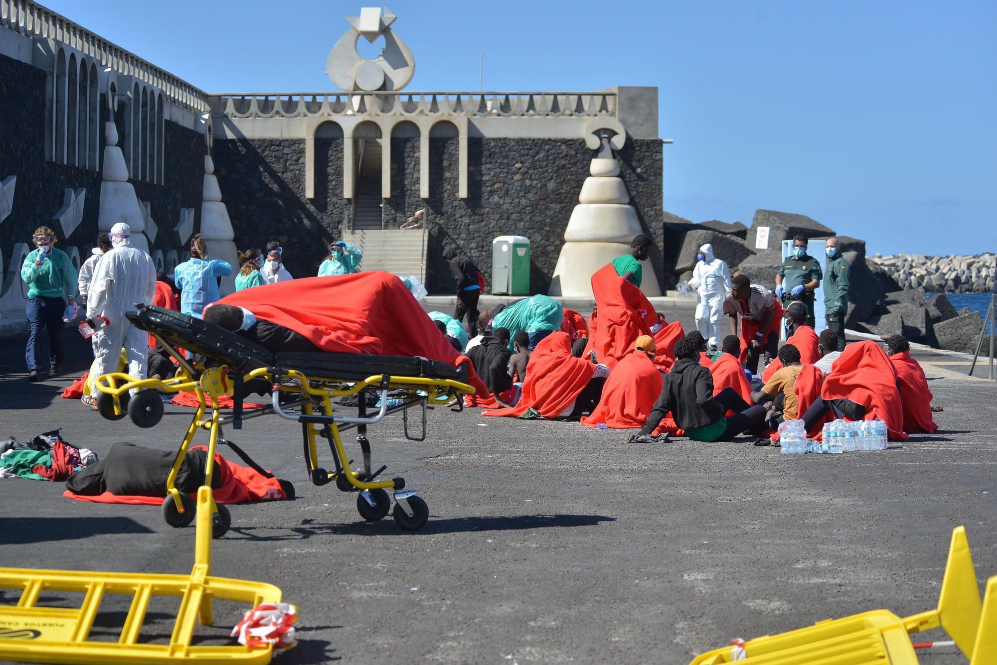 Llega un cayuco con 58 migrantes a La Restinga