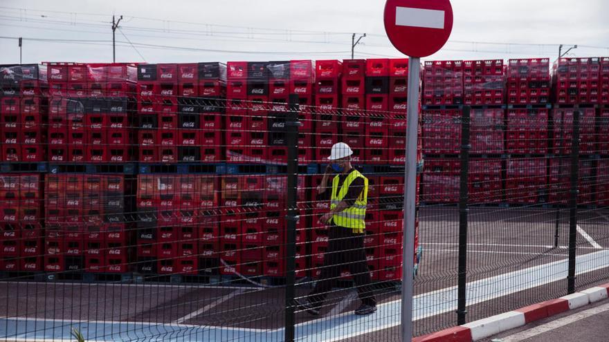 El sector servicios ratifica su hegemonía en Málaga y la industria marca mínimos