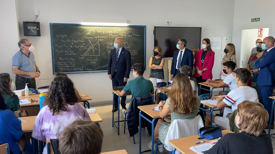 Javier Imbroda inaugura el instituto Margarita Salas de Torre de Benagalbón