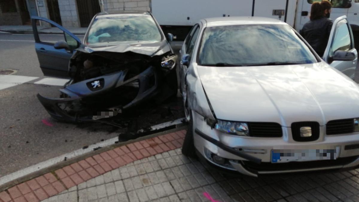 Los dos turismos implicados en el accidente.