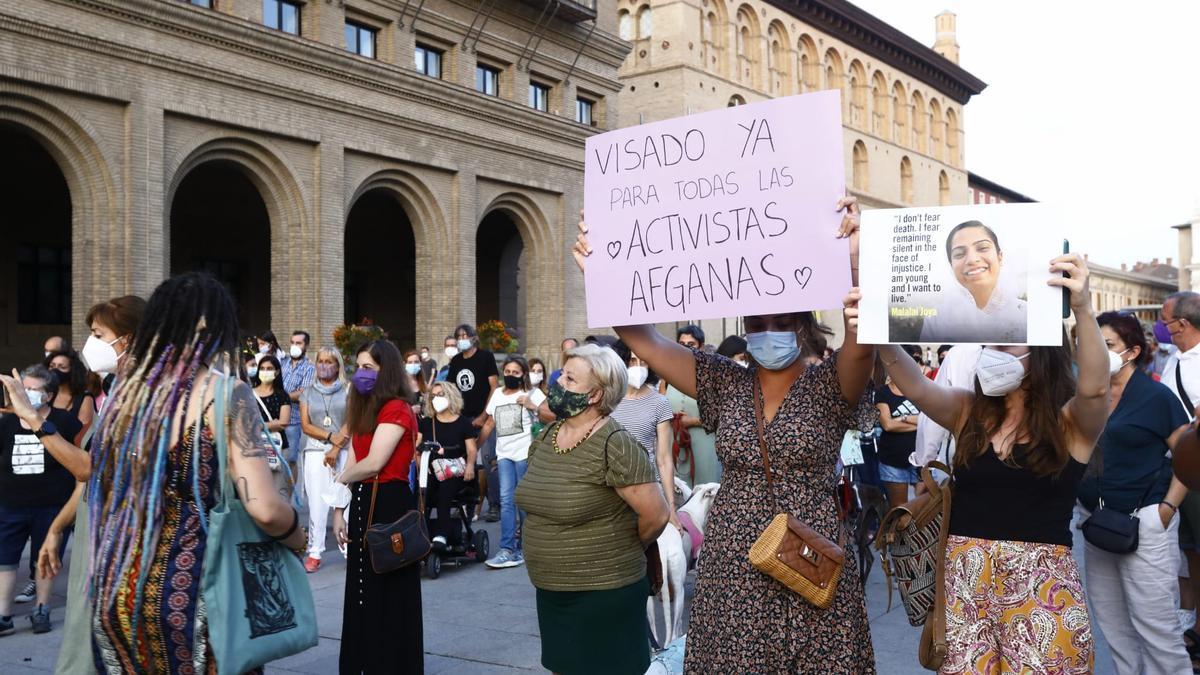 Una concentración en Zaragoza clama por las niñas y mujeres ante el peligro talibán