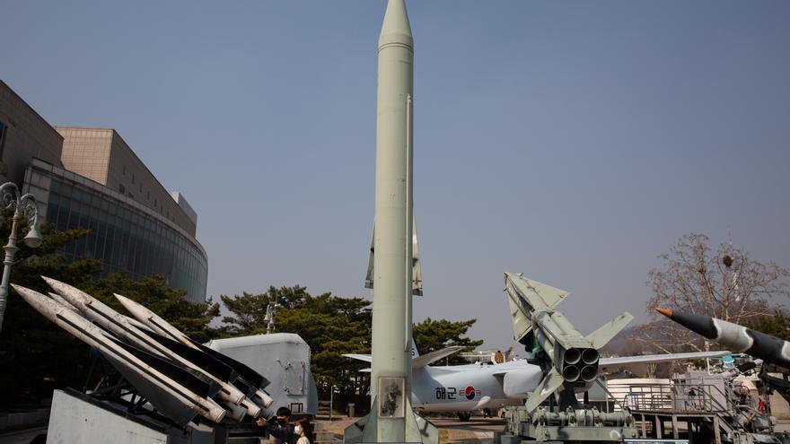 """Corea del Norte dice que ensayó con un """"proyectil táctico guiado"""""""