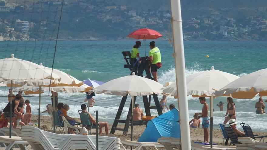 El Campello licita el servicio de socorrismo de las playas por 500.000 euros al año