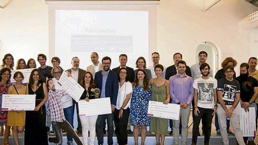 Los ganadores del Palma Activa donan su premio a los enfermos de Alzheimer