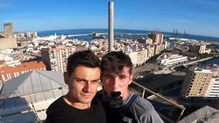 Dos youtubers se cuelan en el edificio de Correos de Málaga