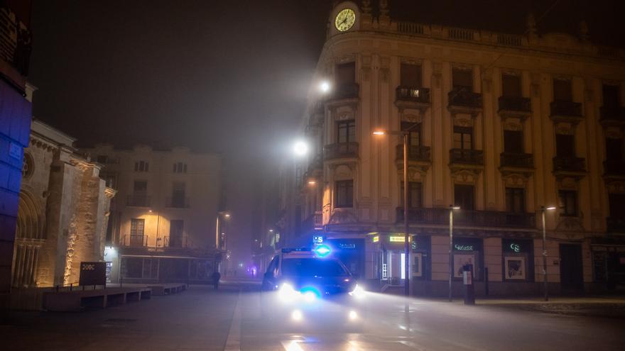 La Policía denunció este domingo a catorce personas en Zamora capital por incumplir el toque de queda