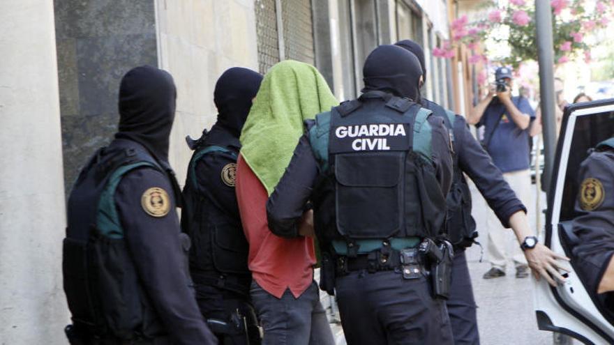 Tres germans detinguts a Arbúcies i Santa Coloma neguen haver finançat l'Estat Islàmic