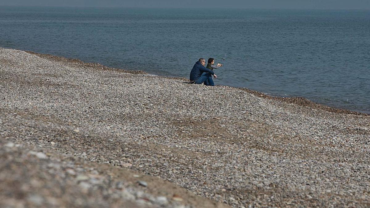 Imagen de archivo de una playa del norte de Sagunt.   DANIEL TORTAJADA