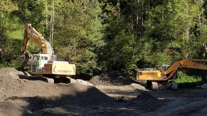 Comencen els treballs per desmantellar una minicentral hidroelèctrica a Molló