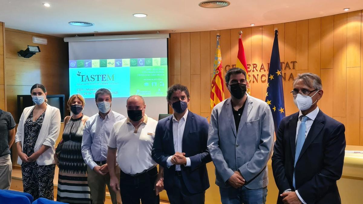 El secretario autonómico de Turismo, Francesc Colomer y el chef con estrella Michelín, Miguel Barrera, han presentado la primera edición de la feria gastronómica 'Tastem' en Morella.