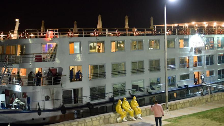 Cientos de españoles atrapados por controles en Luxor
