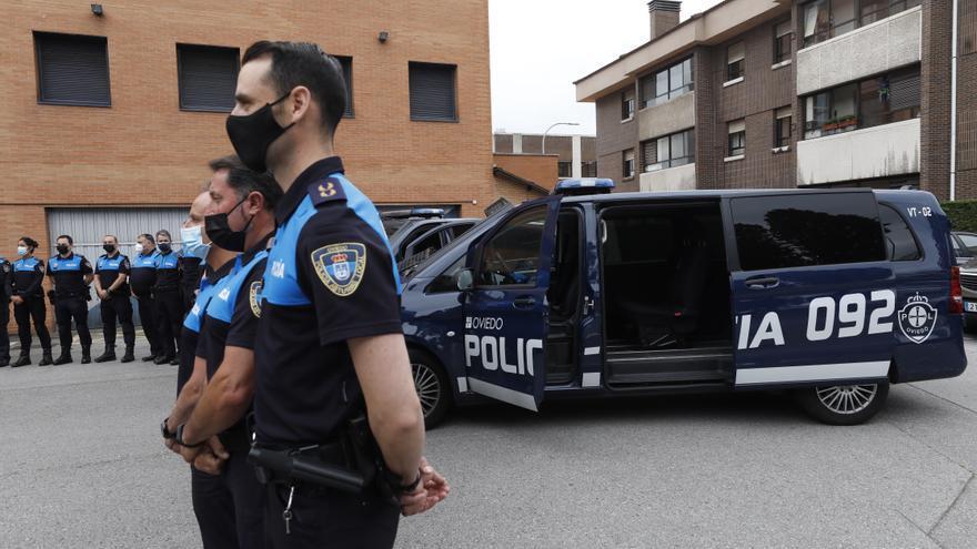 Grupos de siete agentes y furgones, el plan de la Policía Local de Oviedo en la lucha contra el botellón
