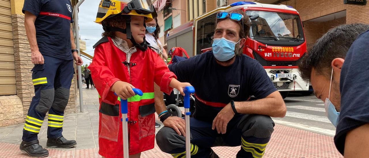 Los Bomberos se suman a la iniciativa solidaria para el tratamiento de un niño de 3 años