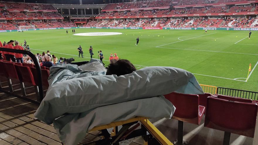 La Ambulancia del Deseo lleva a un joven en cuidados paliativos de Murcia a ver el Granada-Betis