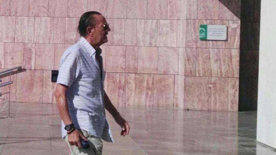 Julián Muñoz vuelve a prisión tras ser visto bailando sevillanas en un bar