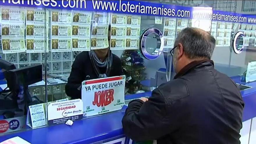 Colas para comprar Lotería del Niño