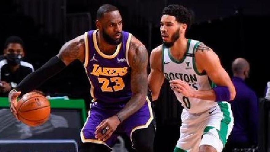 Los Lakers ganan duelo dinastías ante Celtics