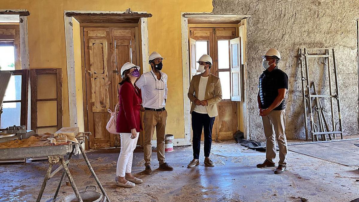 Una visita de autoridades a la Casa Anchieta.     E.D.