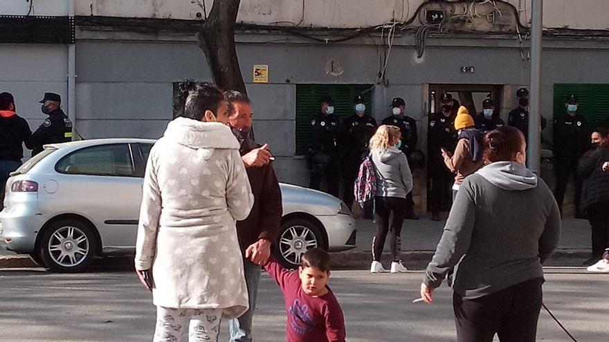 Intentan desahuciar a una madre con su hijo de trece años y un hombre de 65 en Palma