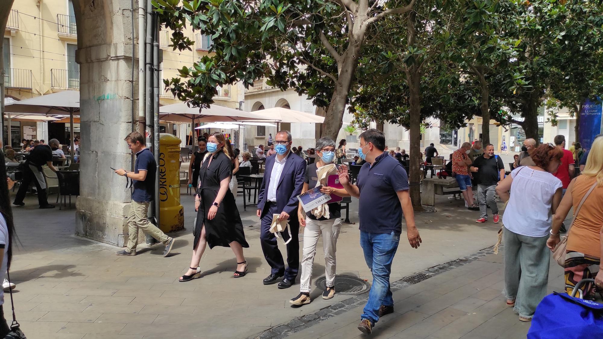 Dalí invaeix la ciutat de Figueres en una campanya promocional