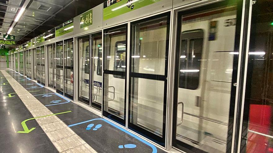 Les portes d'andana de la bagenca Masats entren en servei al metro de  Barcelona