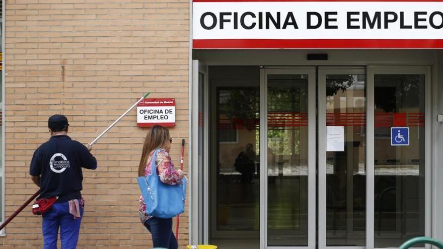 El paro de larga duración cae con fuerza en Asturias