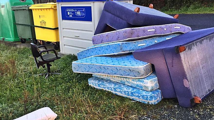 Vilarmaior alerta de nuevos vertidos ilegales de residuos