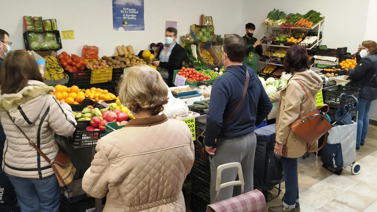 Puesto de frutas en el mercado de abastos de Monesterio
