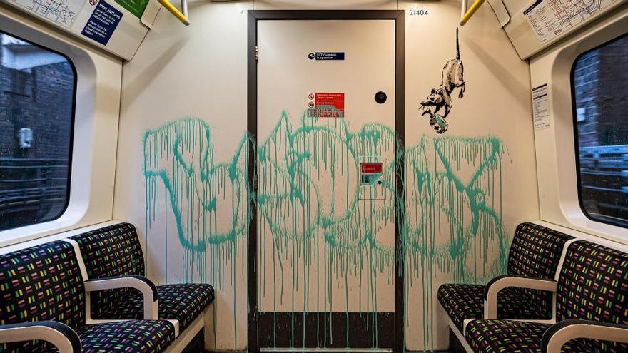 El metro de Londres borra la obra de Banksy en favor del uso de la mascarilla