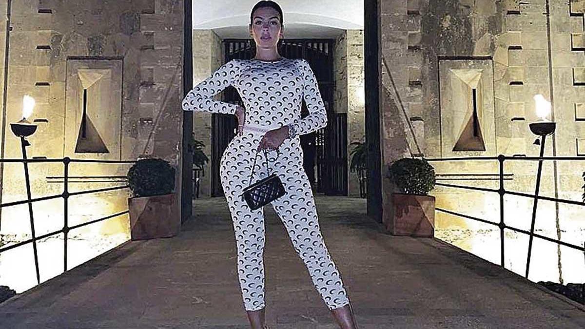La modelo Georgina Rodríguez y pareja de Cristiano Ronaldo visita Cala Blava.