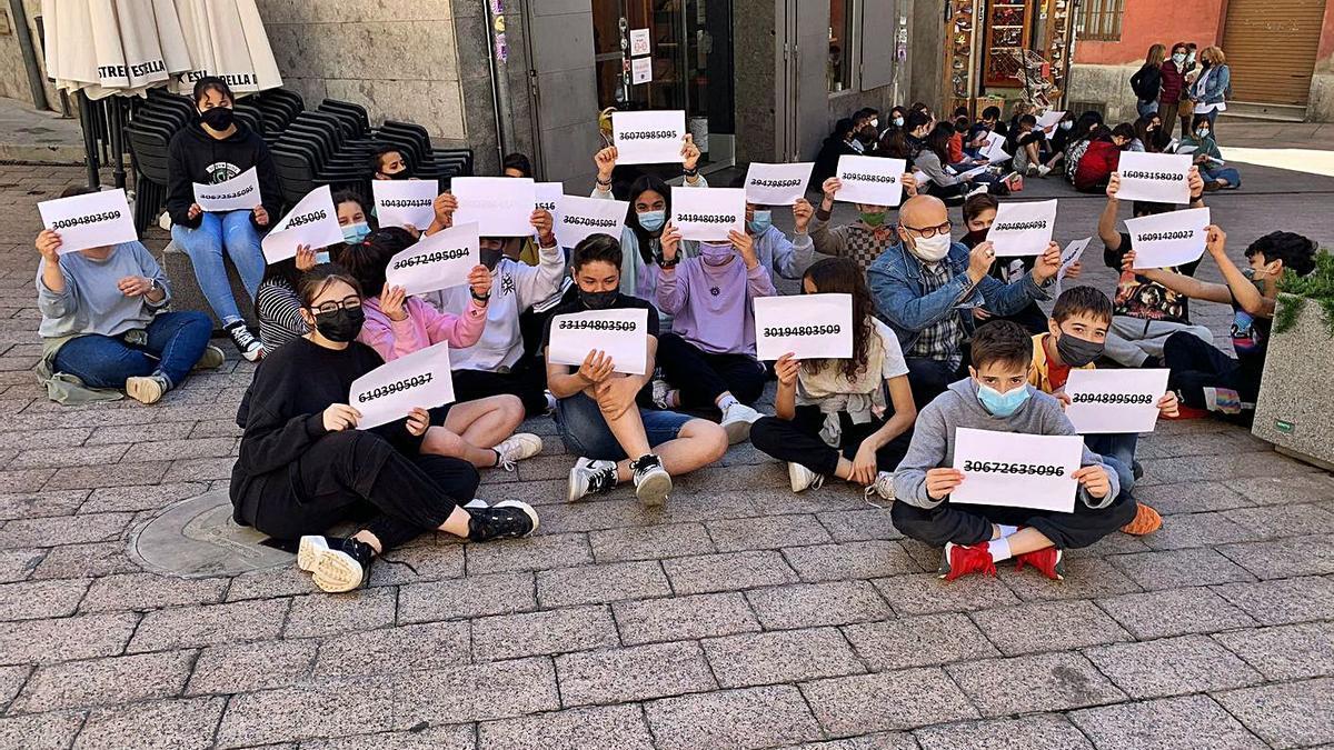 Acte de protesta ahir de l'alumnat i el professorat del Serra de Noet